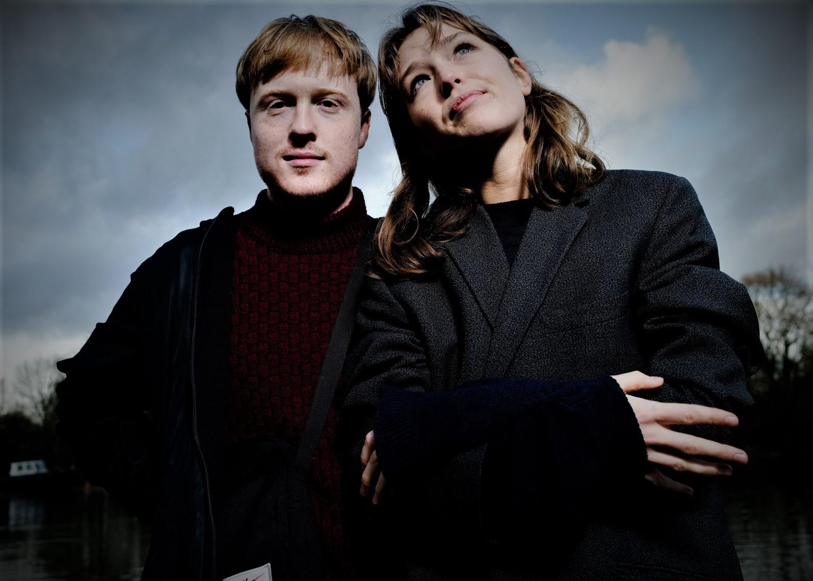 Duo Electro-Pop Luar Biasa Dari Masa Depan Retro